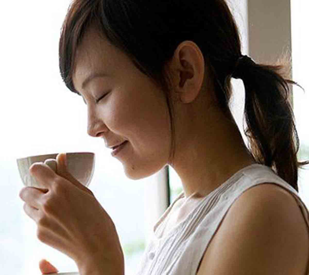 Bootea, Chinese woman drinking tea